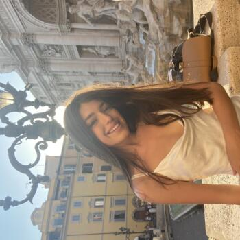 Baby-sitter Lyon: Laina