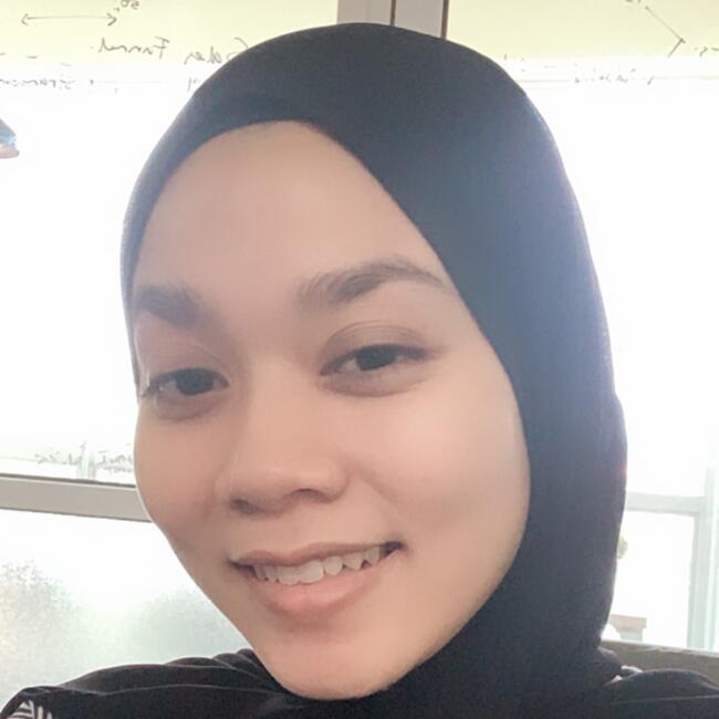Pengasuh di Kampung Baharu Nilai: Nadia Damia