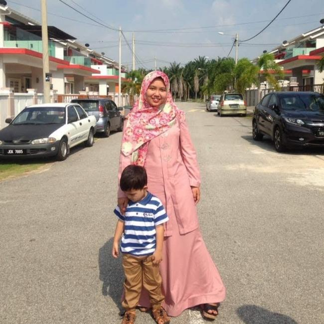 Pengasuh di Kuala Kubu Baharu: Atirah