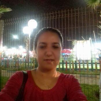 Babysitter in Saint-Gilles: Nadine hayat