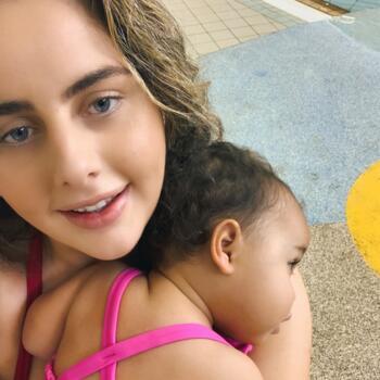 Babysitter Kingston Beach: Monique