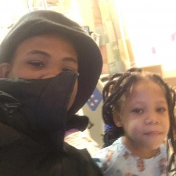 Babysitter Chicago: Devin