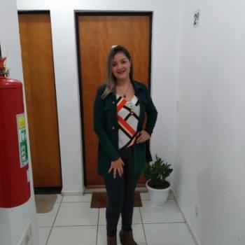 Babysitter Santa Luzia: Gislaine