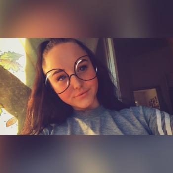 Babysitter Halle: Melina Juliette Stutt