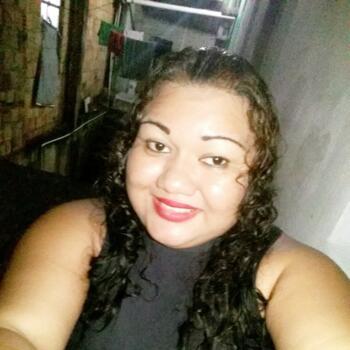 Babá em Manaus: Tainara