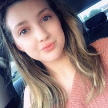 Babysitter in Hamilton: Nicole