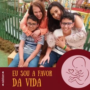 Babysitter Oliveira do Bairro: Vivian