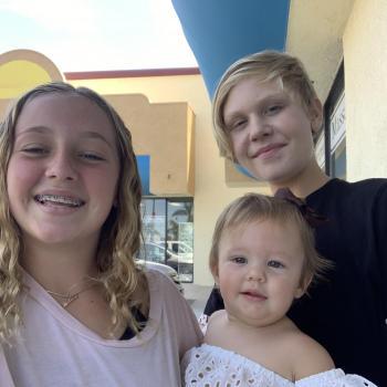 Babysitter Huntington Beach: PHOENYX