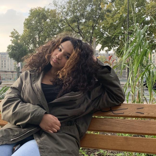 Baby-sitter in Paris: Leela