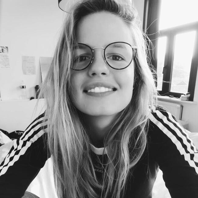 Babysitter in Brugge: Laura