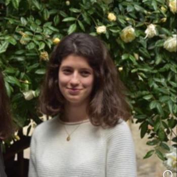 Babysitter France: Nina