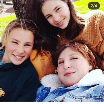 Babysitter Wellington: Niamh and Emma