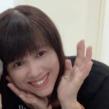 Babysitter Singapore: Vivian