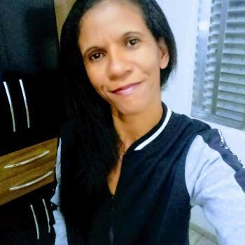 Babysitter Praia Grande: Adriana