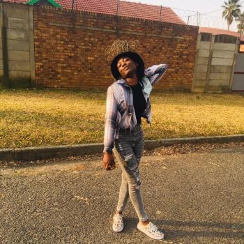 Babysitter in Johannesburg: MARY
