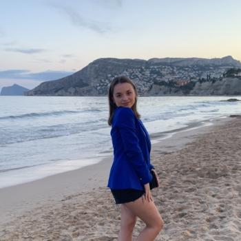 Babysitter in Saint-Nazaire: Lola