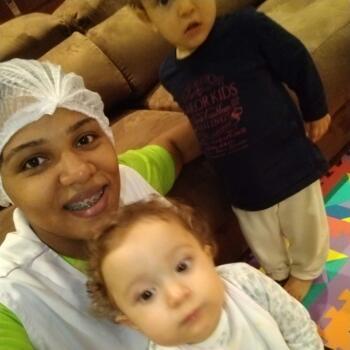 Babá em Brasília: Carolaine
