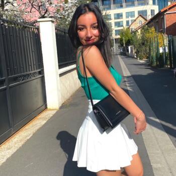 Baby-sitter in La Garenne-Colombes: Jasmine