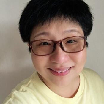 Babysitter in Singapore: Linda