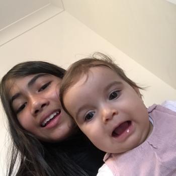 Babysitter Singapore: Riana