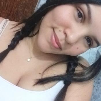 Babysitter Brasília: Ana Caroliny
