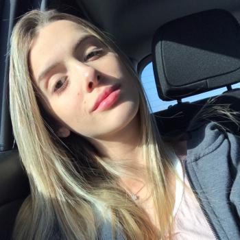 Babysitter Huntington Beach: Gabriely