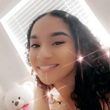 Babysitter Miami: Ariana