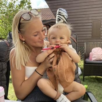 Barnvakt i Ytternäs: Sanna
