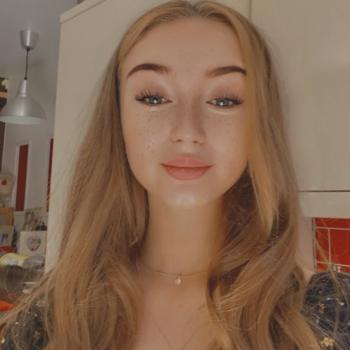 Babysitter Oldham: Charlotte