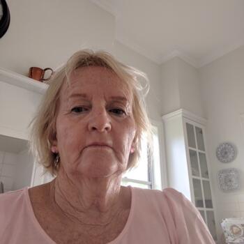 Babysitter Brisbane: Robyn