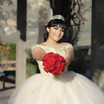 Babysitter Moreno Valley: Alyna