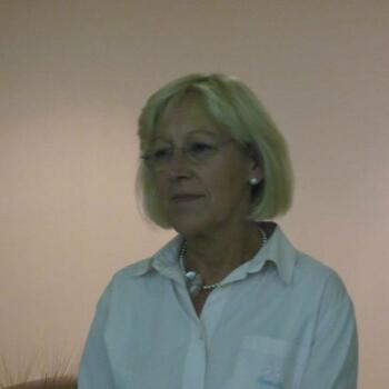 Babysitter em Porto: OLÍVIA FLORA