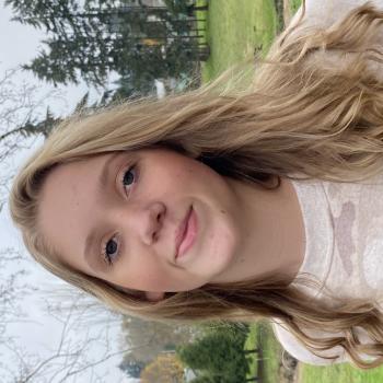 Babysitter in Oregon City: Elise