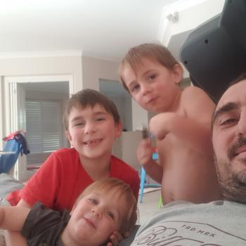 Babysitting job in Gold Coast: babysitting job Joel