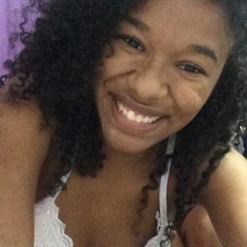 Babysitter Joinville: Bruna