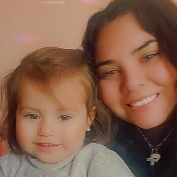 Babysitter in Luzuriaga: Ivanna