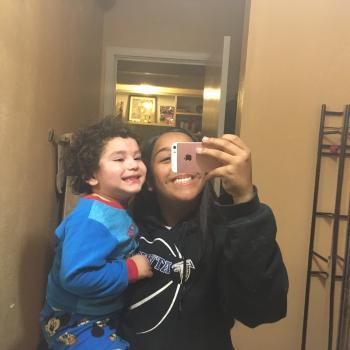 Babysitter Modesto: Iesha