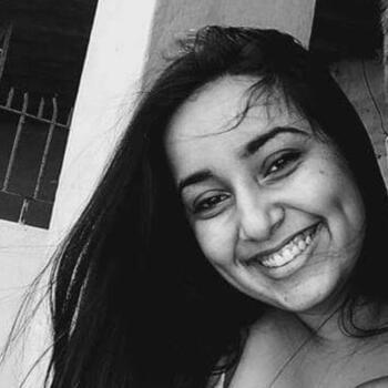 Babá Niterói: Ana Carolina