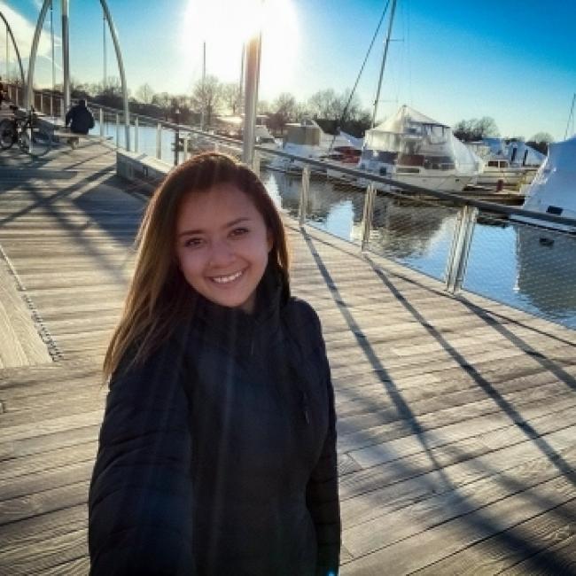 Babysitter in Alexandria: Nathie