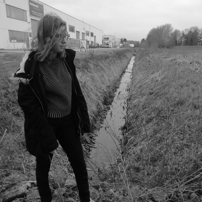 Babysitter in Sint-Niklaas: Badgirle