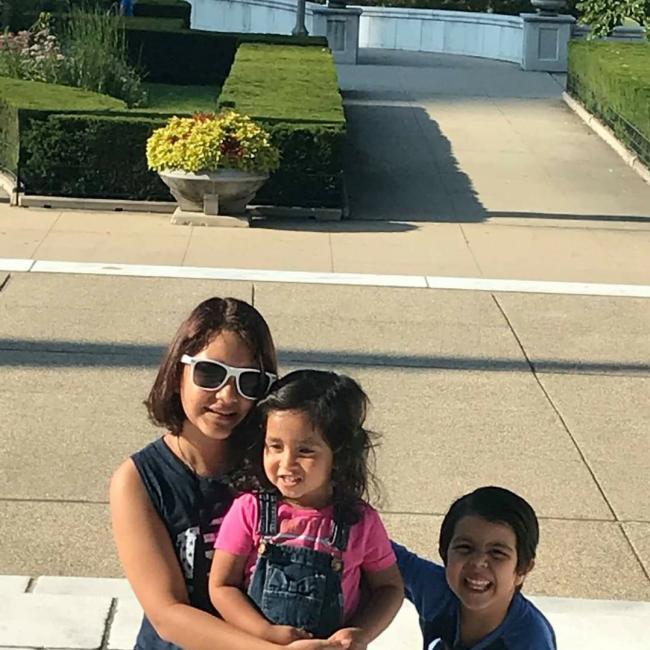 Babysitter in Chicago: Laura