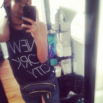 Babysitter Newark: Dinaya