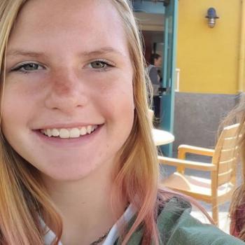 Babysitter in San Marcos: Zoey