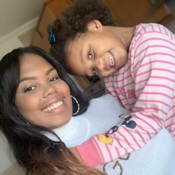 Babysitter em Lagos: Camila