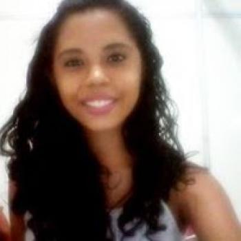 Agência de babá em Fortaleza: Karine
