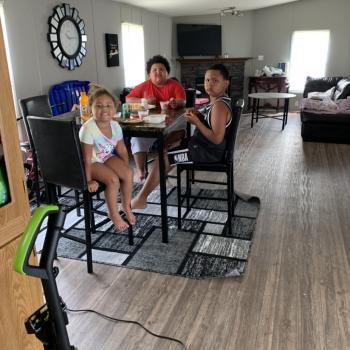 Babysitter in Newport Farms Mobile Home Community: Ambur