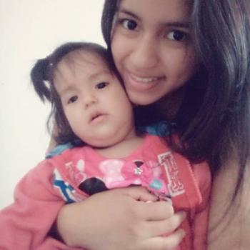 Babysitter Comas: Sofia Castro Valencia