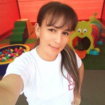Niñera Bello: Oriela karolina
