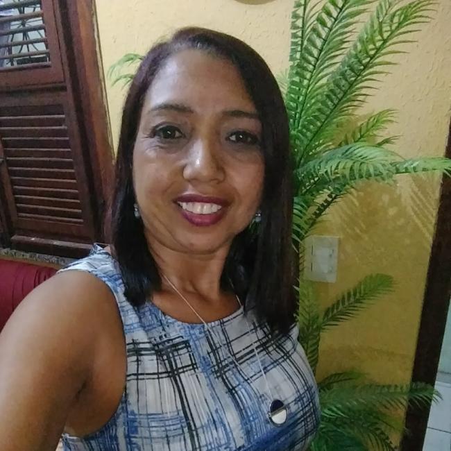 Agência de babá em Fortaleza: Adriana