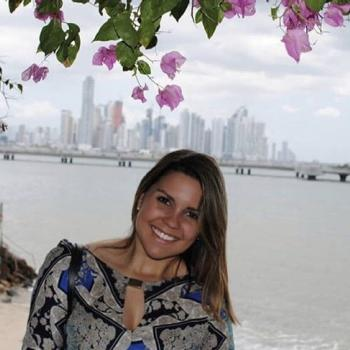 Babysitter Toronto: Mariana